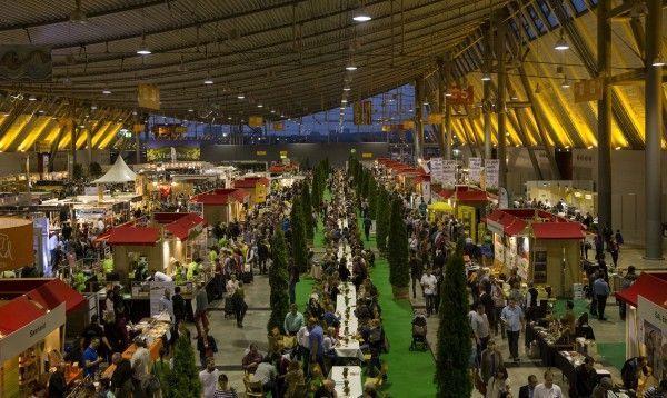 Die Lange Tafel auf dem Markt des guten Geschmacks - die Slow Food Messe