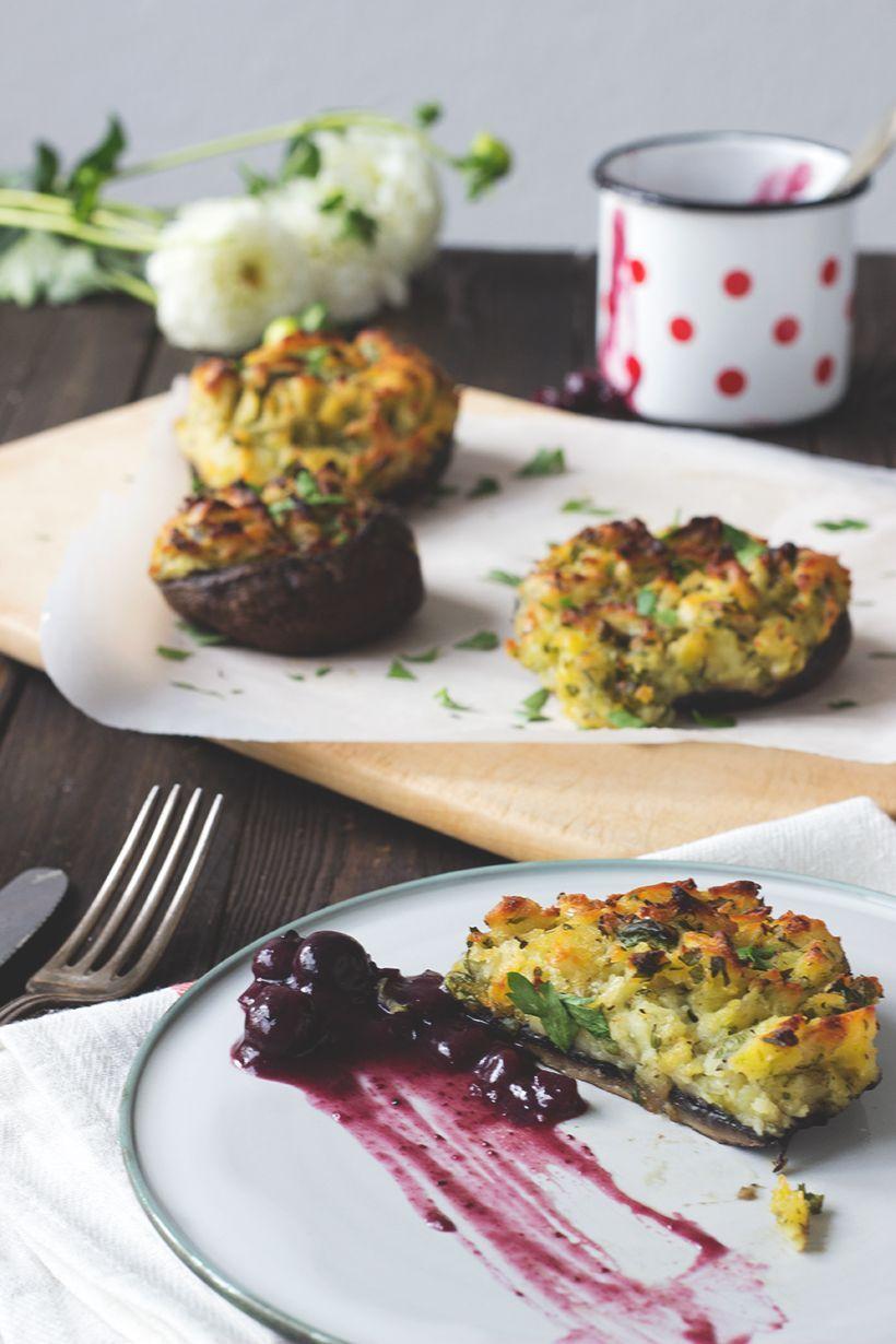 Rezept vegetarisch und vegan Grillen: Gefüllte Riesenchampignons mit Blaubeerchutney