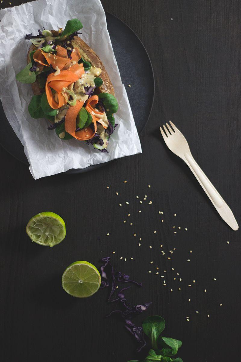Gefüllte Süßkartoffel aus dem Ofen. Kumpir. Süßkartoffel Thai Style. Vegan und glutenfrei.