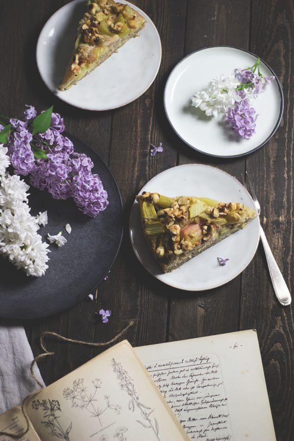 rezept für glutenfreien Rhabarber-Haselnuss-Kuchen mit fluffig-saftigem Boden
