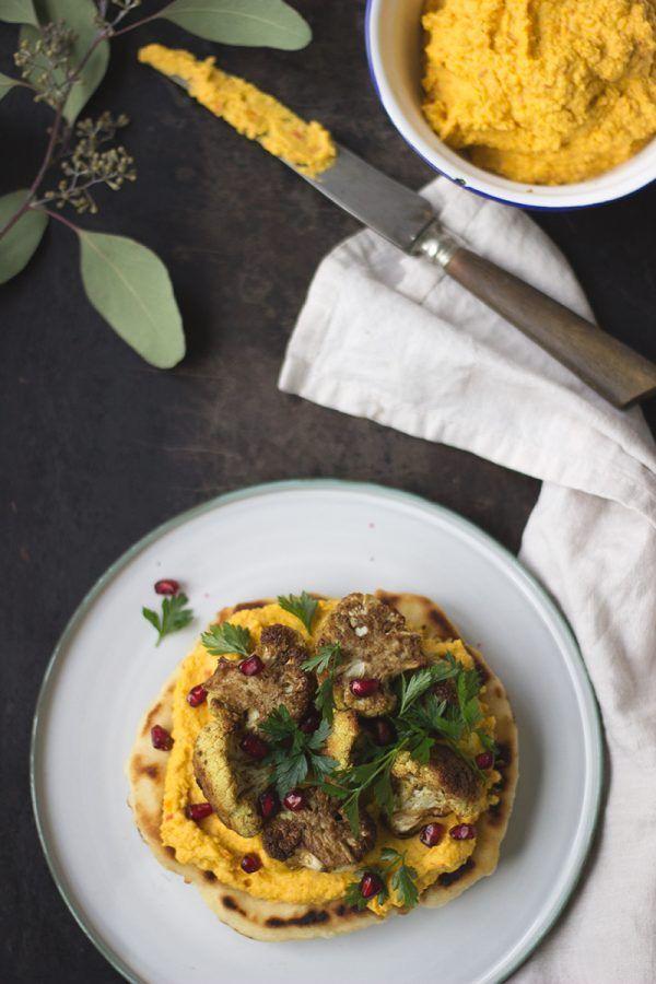 Pfannenfladenbrot mit Kürbis-Hummus und im Ofen gebackenem Blumenkohl, Rezept vegan
