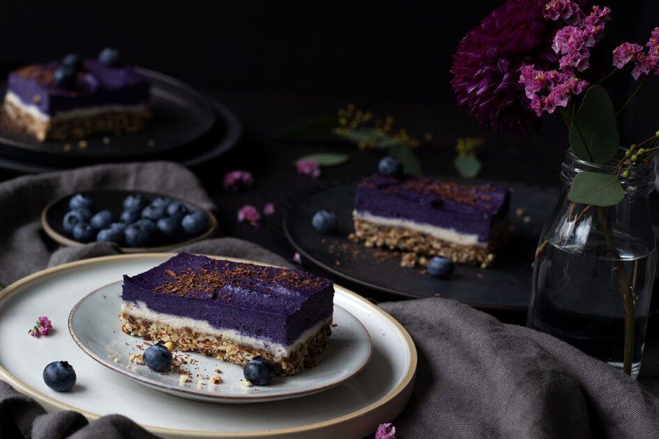 Rohveganer Kuchen mit Blaubeeren